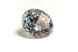 4月…ダイヤモンド (または水晶)